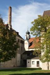 Burghausen: Brauereigebäude mit Schornstein des Klosters Raitenhaslach (Helgoland01) Tags: burghausen bayern deutschland germany oberbayern raitenhaslach kloster zisterzienser brauerei