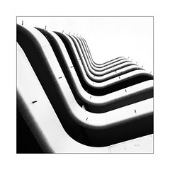 La perspective du banc (Jean-Louis DUMAS) Tags: curves courbes bâtiment building bw nb blackandwhite noiretblanc abstrait abstraction abstract