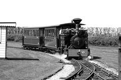 BWLR 75796bw (kgvuk) Tags: bwlr bredgarandwormshilllightrailway kent railway narrowgauge train steamtrain locomotive steamlocomotive steamengine 042t zambezi woodburner swantoncrossing