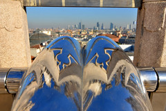 Milan viewpoint (Thomas Roland) Tags: outdoor view udsigt skyline europe travel efterår autumn herbst 2018 nikon d7000 europa city by milan milano cathedral katedral duomo church kirche kirke building tourists tourism italy italia italien façade rooftop roof spire carving sky himmel blue