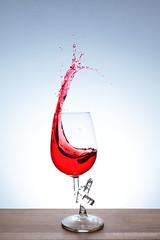 Stielbruch (jens.steinbrecher) Tags: wein glas rot bruch canon eos5d spritzer splash