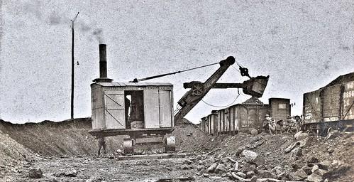 Erie steam shovel filling coal cars at Bassens, France 12-13-18 NARA111-SC-40783-ac