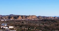 Quel (kirru11) Tags: quel pueblo panorámica rocas peñas castillo campo casas iglesia casillas huertas árboles almacenes montes cielo larioja españa kirru11 anaechebarria canonpowershot