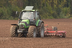Deutz Fahr Agrotron 150.7 Tractor with a HEVA Disc Roller (Shane Casey CK25) Tags: deutz fahr agrotron 1507 tractor heva disc roller deutzfahr samedeutzfahr sdf df green ballyhooly winter barley traktor traktori tracteur trekker trator ciągnik sow sowing set setting drill drilling tillage till tilling plant planting crop crops cereal cereals county cork ireland irish farm farmer farming agri agriculture contractor field ground soil dirt earth dust work working horse power horsepower hp pull pulling machine machinery grow growing nikon d7200