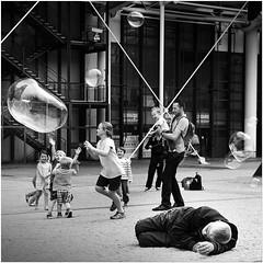 * (Valentin Ruffing) Tags: paris centregeorgespompidou france frankreich streetphotografie schwarzweiss blackandwhite bnwphotography photobw bw bnw noiretblanc monochrome