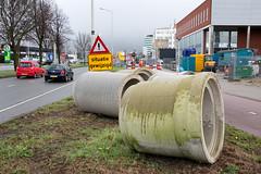 Rioolbuizen liggen klaar (Rotterdamsebaan) Tags: binckhorst binckhorstlaan denhaag infra infrastructuur bouwen techniek rotterdamsebaan riolering