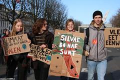 s6449_Errel2000_Klimaatmars (Errel 2000 Fotografie) Tags: errel2000 denhaag klimaatmars scholieren spijbelen co2 protestmars protest staking scholierenstaking malieveld spandoeken leuzen aarde earth rutte roblangerak