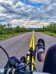 E8 Käsivarrentie (Paul und Lotte) Tags: fahrrad finnland liegerad finland suomi recumbent recumbentcycle m5 road horizont lappland e8 käsivarrentie