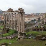 Regnerisches Wetter in Rom bei den antiken Ruinen thumbnail
