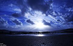 Moon blue sky (Ismael Owen Sullivan) Tags: nikon nature naturaleza natural night nubes clouds d5300 digital dark azul blue mar playa beach landscape libertad free wild galicia gallego photography pontevedra cambados horizont horizonte españa europa europe sky sea shadow spain