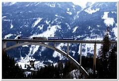 Zebra Loks rot + Blau (modellbahn.kaernten) Tags: burg falkenstein unten links tauernbahn lok lokomotion elektrolokomotive zug containerzug tauern bahn hobby