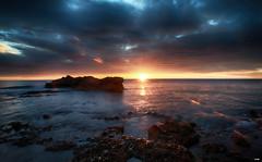 Sol Radiante (candi...) Tags: sol amanecer nubes mar rocas rayos sonya77 agua naturaleza nature reflejos
