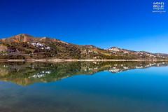 De mayor a menor (Andres Breijo http://andresbreijo.com) Tags: embalse lago lake viñuela axarquia agua water malaga andalucia españa spain reflejos reflections espejo mirror