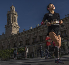Catherine (*Nenuco) Tags: runner running maraton valencia girl tower torre nikon d5300 nikkor 18105 spain jesúsmr
