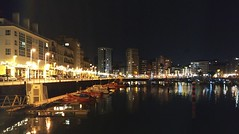 IMG_20181211_203101_M (LuJaHu) Tags: gijon gijón asturias españa spain muelle noche nocturna puerto barcos luces ciudad urbana