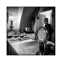 Le Bindi (Luca Cesari) Tags: zeiss batis 18mm bw biancoenero toscana tuscany italia italy sony sonya7rii montesansavino ristorante cucina portrait