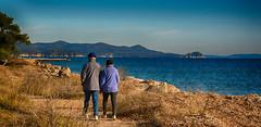 Papi et Mamie main dans la main en promenade le long de la grande bleue (GerardMarsol) Tags: france sudest soleil sud hyèreslespalmiers salins provence plage mer méditerranée ciel couleurs bleu