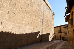 X_P1090569 (Menny Borovski) Tags: valderrobres spain stone wall stonewall shadow stonepavement pavement street alley alleyway