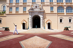 Monaco Castle (stefan.bayer) Tags: monaco castle schloss patrullie soldier entrance eingang cannon architecture structure people human we move bullet weapon waffe armed mai 2018 year canon 700d eos