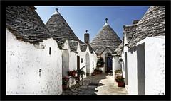 Les Trullis d'Alberobello (Jean-Louis DUMAS) Tags: rue village italia italie pouilles toiture toit trip voyage
