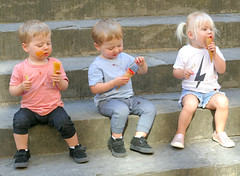 Kids and Cones (Carl Neufelder) Tags: kids icecreamcones basilicadisantocroce stmichelangelossquare florence italy children europe