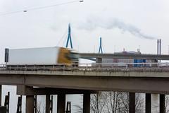 Autobahn AS Waltershof (Rasande Tyskar) Tags: autobahn köhlbrandbrücke hamburg hh motorway cars speed autos lkw brücke freeway