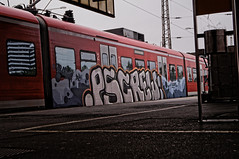 ([gegendasgrau]) Tags: graffiti vandalism vandalismus paint urbanart traingraffiti trainbombing urban urbanlife urbandecay decay verfall trainspotting eisenbahn railway train zug trainstation bahnhof station bahnsteig platform et422 sbahn smoke qualm rauch aschenbecher ashtray pattern lowpov beton concrete photography fotografie explore mood moody ambiance atmo atmosphere atmosphäre feeling flavour documentation dokumentation reportage lifestyle umwelt environment wetter weather stimming beautiful nrw ruhrpott ruhrgebiet ruhryork infrastructure infrastruktur light licht