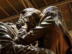 St Pancreas-24.jpg (murray roberts) Tags: the meeting place paul day sir john betjeman lovers st pancras station huge bronze statue frieze beautiful building hd