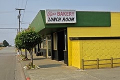 Glen's Bakery and Lunch Room, Crescent City, CA (Robby Virus) Tags: crescentcity california ca northcoast bakery restaurant 3rd cafe lunch room sign signage baked goods