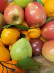 IMG_20181207_082518 (earthdog) Tags: 2018 googlepixel pixel androidapp moblog cameraphone work office food edible fruit orange apple