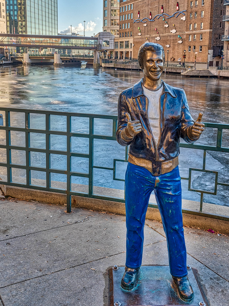 Non Monochromatic Milwaukee River Walk >> The World S Best Photos Of Milwaukee And Statue Flickr Hive Mind