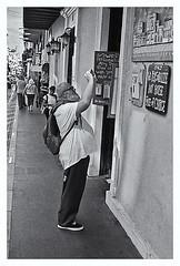 Fotografía Callejera (Street Photography) (Samy Collazo) Tags: pentaxauto1101978 pentax11024mmf28 pentaxmini pentax aristaedu100 110format formato110 smallformat formatopequeño sanjuan oldsanjuan viejosanjuan puertorico bn bw streetphotography fotografiacallejera