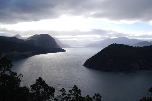 Panorama del lago Lácar desde el cerro Cortadera, hacia el O