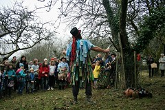 Mummers & Wassail, Buckland Abbey 2019 (Dartmoor Border Morris`s) Tags: dartmoor border morris buckland abbey national trust mummers play wassail traditional folk music brewery black farmer apples feathers pagan kids jack frost sir francis drake king phillip spain green man cider