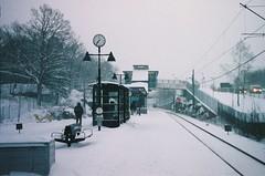 < Farsta Strand @ 07:36 > (Mister.Marken) Tags: snow winter nikonproneas fijifilm nexiaa200 aps shootingonfilm expiredfilm