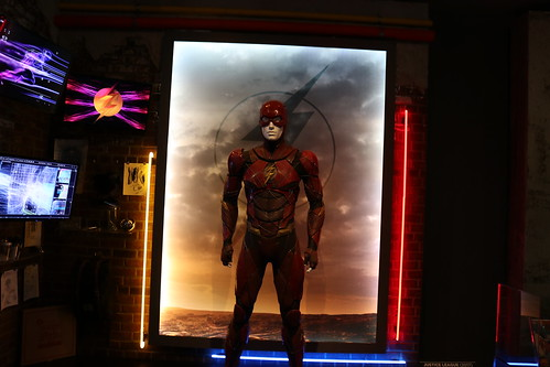 "The Flash costume from Justice League (2017) • <a style=""font-size:0.8em;"" href=""http://www.flickr.com/photos/28558260@N04/31252075727/"" target=""_blank"">View on Flickr</a>"