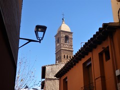 Torre de La Magdalena en el Casco Histórico de Tarazona. (EduOrtÍn.) Tags: tarazona torre mudejar aragón farola casa cielo