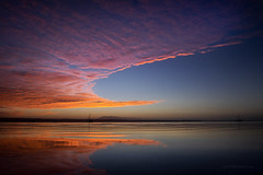 Sailors' warning (Petra Ries Images) Tags: queensland australia australien sunrise earlymorning moretonbay wideangle clouds wolken morgenstimmung morgenrot pink rosa sea meer spiegelung mirroring sailingboat cirren cirrus manualfocus beach samyang12mmt22