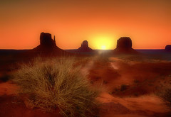 Sense of wonder (Gio_guarda_le_stelle) Tags: sunrise arizona sunbeam red light warm desert west usa border sand