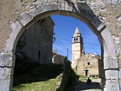 Krsan (Vid Pogacnik) Tags: hrvatska croatia istra istria ancient ruines historical krsan kršan town gate church