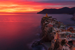 Vernazza (Paweł Gałka) Tags: vernazza cinque terre liguria italy landschaft outside red orange tower national park unesco golden hour
