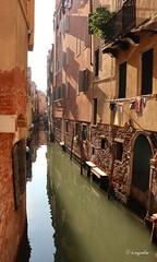 Nel silenzio e nella solitudine Venezia recita  la sua poesia melanconica ... (hmeyvalian) Tags: canale rio silenzio riflessi venezia venise venice italia italie italy