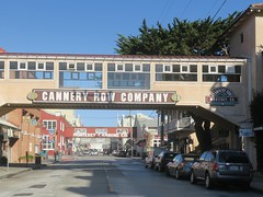 street-crossing concept (Riex) Tags: canneryrow street rue crossing overpass passerelle canningcompany batiment building monterey california californie g9x