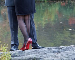 Red Shoes (mausgabe) Tags: olympus em1 olympusm40150mmf28 olympusmc14 nyc centralpark thepond couple redshoes