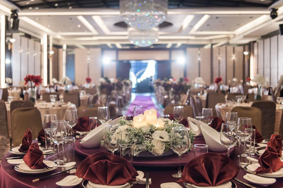 台南東東宴會式場 婚宴 走在幸福的紅毯上 R & B 086