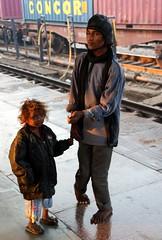 begging (Weltbürgerin) Tags: india indien uttar pradesh agra people children disabled railway station