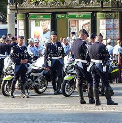 "bootsservice 18 800708 (bootsservice) Tags: uniforme uniformes uniform uniforms bottes boots ""ridingboots"" motard motards biker motorbike gants gloves police policier policiers policeman policemen parade défilé ""14 juillet"" ""bastilleday"" ""champselysées"" paris"