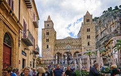 Cathedral of Cefalù  and La Rocca (Tigra K) Tags: cefalù palermo italy it 2018 architecture byzantine cefalu church fence gate lantern lattice mountain ornament palace renaissance repetition rock romanesque sicily spire stairs tower town window arch pattern