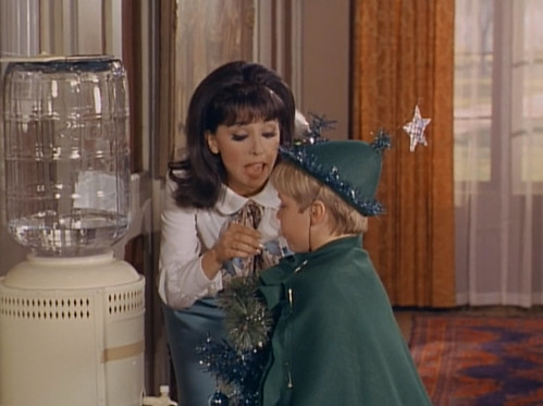 "Marlo Thomas, Christopher Shea, That Girl, ""Christmas and the Hard-Luck Kid,"" 1966"