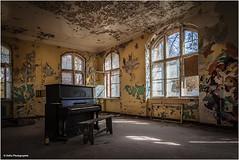 Pianoman gesucht (geka_photo) Tags: gekaphoto beelitz brandenburg deutschland beelitzheilstätten piano männerklinik heilstätte